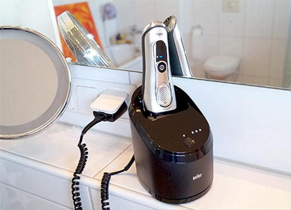 Braun series 9 9095cc cleaning dock plugged in